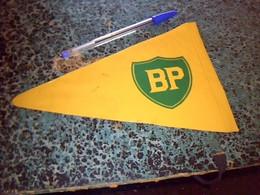 Publicité Fanion  Plastifié Station Service B P - Casquettes & Bobs