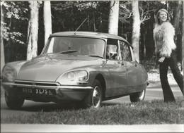 JX / Photo De Presse ORIGINALE Automobile  DS   Avec Femme  GRAND FORMAT 30 X 22 Cm Voiture Citroën Auto - Automobiles