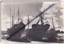 """Concarneau (29) La Réparation Des Bateaux Sur Le Nouveau """"Sleepway"""" (carte N°1706) - Concarneau"""