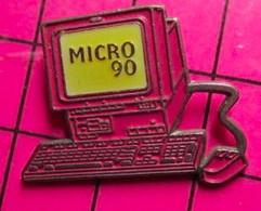 SP08 Pin's Pins / Beau Et Rare / THEME : INFORMATIQUE / MICRO ORDINATEUR ROSE MICRO 90 - Informatica