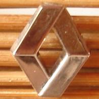 Joli Pin's Logo Renault, A.B Paris, Zamac, TBQ, Pins Pin. - Renault