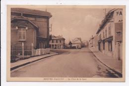 CP 54 NEUVES MAISON Place De La Gare - Neuves Maisons