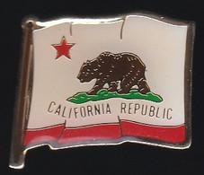 71526-Pin's.La République De Californie. République Du Drapeau à L'ours - Animali