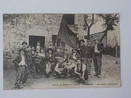 1905 CP Animée Grèves Du Bassin De Longwy Piedmont Soupes Communistes Le Réveil Accordéon Drapeau - Longwy