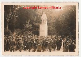 WW2 Photo Soldat Allemand Wehrmacht Et RAD Compiègne Statue Maréchal Foch - 1939-45