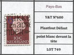 Pays-Bas  Y&T N°600 Plaatfout Défaut Point Blanc Devant La Tète LOT 749 - Plaatfouten En Curiosa