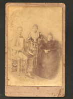 Fotografia Antiga De Familia. Photographo Adriano Gomes Tinoco / Rua Da Magdalena COIMBRA. Old Cabinet Photo PORTUGAL - Old (before 1900)