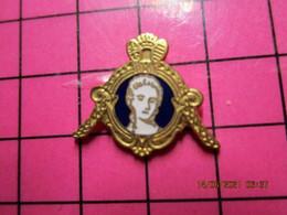 1919 Pin's Pins / Beau Et Rare / THEME : AUTRES / PORTRAIT DE FEMME XVIIIe S DANS CADRE Par JEP - Altri