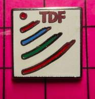 421 Pin's Pins / Beau Et Rare / THEME : MEDIAS / TDF Par PRODERAM - Altri