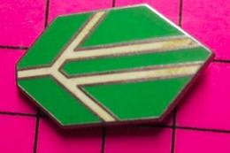 1017 Pin's Pins / Beau Et Rare / THEME : AUTRES / FORMES GEOMETRIQUES COLOREES - Altri