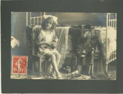 Fillette  Jouant Avec 3 Poupées En Porcelaine En 1911 - Giochi, Giocattoli