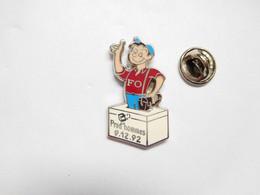 Superbe Pin's Pins En Zamac , Syndicat FO , Force Ouvrière , Elections Prud'hommes1992 , Homme , Signé Fournier - Associazioni