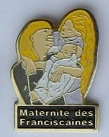W97 Pin's Maternité Des Franciscaines Versailles Pin'up   Achat Immédiat - Medici
