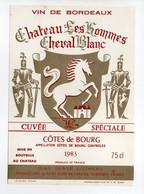 - ETIQUETTE CHATEAU LES HOMMES CHEVAL BLANC 1983 - COTES DE BOURG - J. S. LOUMEAU, Saint-Ciers-de-Canesse - - Bordeaux