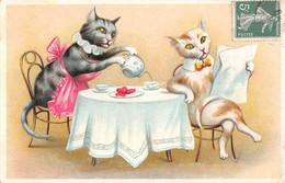 CPA THEME CHAT (JOLIE CPA GAUFREE REPRESENTANT UNE SCENE AVEC DES CHATS COUPLE DE CHATS A TABLE - Gatos