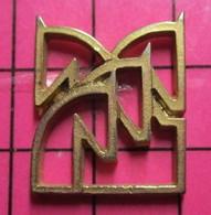 312c Pin's Pins / Beau Et Rare / THEME : ANIMAUX / METAL JAUNE 4 SILHOUETTES DE TETES DE CHEVAUX Vont Finir Chez Findus - Animali