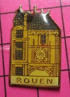 312c Pin's Pins / Beau Et Rare / THEME : VILLES / ROUEN HORLOGE Qui Donne L'Eure ? Blague Normande ! - Städte