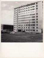 IMMEUBLE LAXOU EN CONSTRUCTION- MURS RIDEAUX  -PHOTO 23.5 X 17.5 CMS - Lugares