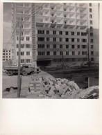 IMMEUBLE LAXOU EN CONSTRUCTION- MURS RIDEAUX  -PHOTO 23.5 X 17.5 CMS (camion Benne) - Lugares