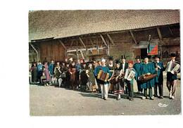 Cpm - 71 - LOUHANS - Folklore Groupe Bressan - Joyeux Départ Pour Un Défilé - Femme Homme Accordéon Vielle - Louhans