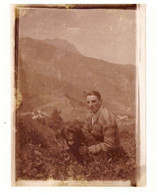Vue Les LES THOZANS   CROTS  HAUTES ALPES  JUILLET 1930 - HOMME ET SON CHIEN    PHOTO SEPIA - Lugares