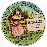 Et. Fromage De Camembert - Fillette Près D'une Barrière Avec Panier Fromages (Cojean Lainé Canapville) - Kaas