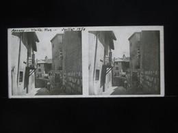 VUE STEREOSCOPIQUE SUR VERRE (M2105) FRANCE LAC D'ANNECY Années 50 (3 Vues) Vieille Rue - Stereoscopio