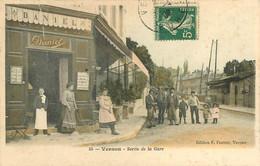210621B - 27 VERNON Sortie De La Gare - Commerce DANIEL Caffé - édition F Fautret Vernon - Colorisée - Vernon