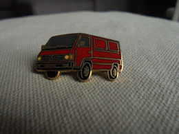 Vintage - PIN'S De Collection Voiture Combi Utilitaire Rouge - Altri