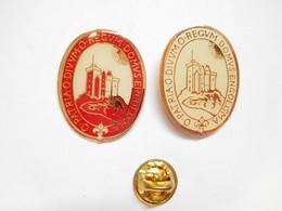 Série De 2 Pin's Pins Différents , O Patria O Divum O Regum Domus Engolisma - Altri