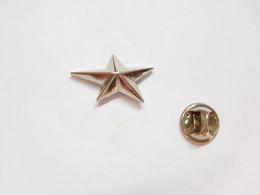 Superbe Pin's En Relief , étoile - Altri