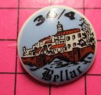 312b Pin's Pins / Beau Et Rare / THEME : MILITARIA / ESC 34/4 GENDARMERIE MOBILE BELLAC PIN'S EN PORCELAINE - Militari