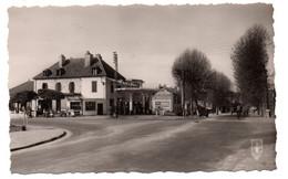 Moulins - Quartier De La Madeleine - Station Essence   - CPSM° - Moulins