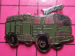 312b Pins Pin's / Rare & Belle Qualité THEME POMPIERS / CAMION VERT OLIVE - Pompieri