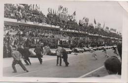 1V6 Sv   72 Carte Photo Course Automobile 24h Du Mans Le Départ En 1957 - Le Mans