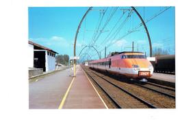 Cpm 33 - Gare De FACTURE Gironde  Arrivée Train TGV 001 - SNCF -1975 - Ligne BORDEAUX MORCENX - N°573 LE PETIT Cheminot - Other Municipalities