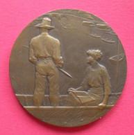 Jolie Médaille Pêcheur à La Ligne Par R.Baudichon Offert Ministère Agriculture Bronze Diam 5 Cms Poids 61 Grammes - Andere