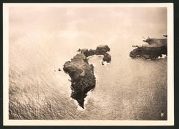 Fotografie Unbekannter Fotograf, Ansicht Madeira, Luftschiff - Zeppelin über Einer Vorgelagerten Insel - Luoghi