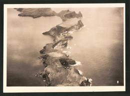 Fotografie Unbekannter Fotograf, Ansicht Madeira, Luftschiff - Zeppelin über Einer Inselgruppe - Luoghi