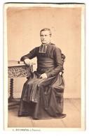 Fotografie L. Duchatel, Tournai, Portrait Geistlicher Mit Buch Am Tisch Sitzend - Famous People