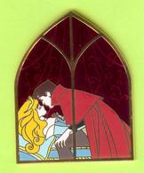 Gros Pin's BD Disney Princesse Aurora Philippe Baiser (La Belle Au Bois Dormant) ÉL (Verre Coloré) - #265 - Disney