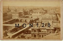 PARIS - VUE GENERALE - PHOTO TIRAGE ALBUMINE COLLEE SUR CARTON DUR - 16,5 X 10,5 Cms - Antiche (ante 1900)