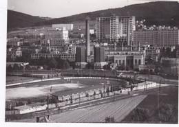 Photo De Particulier  Tchéquie Zlin La Partie Centrale Des Usines Bata Et Le Stade De Football Réf 6375 - Places