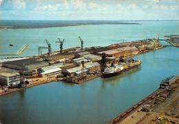 ¤¤   -   SAINT-NAZAIRE   -   Capitale De La Construction Navale  - Vue Sur Les Chantiers  -  Bateau De Commerce - Cargo - Saint Nazaire