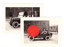 ARMEE BELGE - 2 Photos ( 6 X 9cm ) LIEGE, Caserne Fonck Jeep Willys De La Police Militaire MP En 1951 (B286) - Guerra, Militari