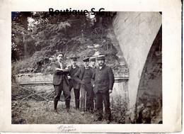 Photo Personne Homme Groupe Exterieur Chapeau Poissy 1905 GOLLIOT Costume Marcel COQUIL 18x13cm - Personas Identificadas