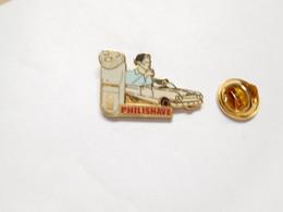 Beau Pin's Pins En EGF , Marque Rasoir Philishave , Auto Américaine , Signé A.B. - Marche