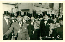 Photo Format Cp - TARARE 69 Fête Des Classes En 7 - Classe 1917 - 3 Mars 1957 - Lugares