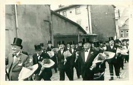 Photo Format Cp - TARARE 69 Fête Des Classes - 3 Mars 1957 - Classe 1917 - Lugares
