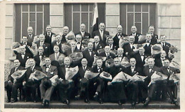 """Photo Format Cp - TARARE 69 Fête Des Classes En 7, 3 Mars 1957, Groupe De La Classe 1917 """" Les Bleuets De 1916 """" - Lugares"""